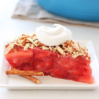 8 Low-Calorie Dessert Recipes: Strawberry Pretzel Pie