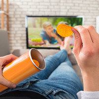6 Habits Ruining Your Diet: Snacking While Watching TV