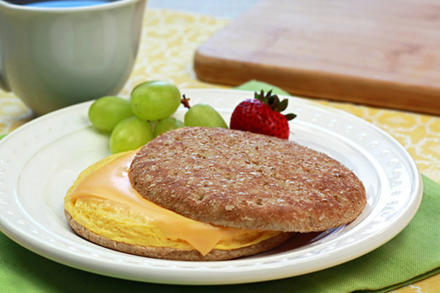 Low-Calorie Egg and Cheese Breakfast Sandwich Recipe