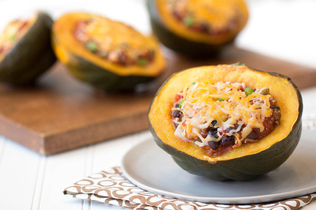 Hungry Girl's Healthy Chili-Stuffed Acorn Squash Recipe