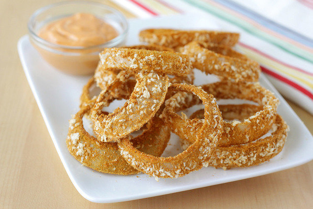 Hungry Girl's Healthy Crispy Onion Rings with Sriracha Dipping Sauce Recipe