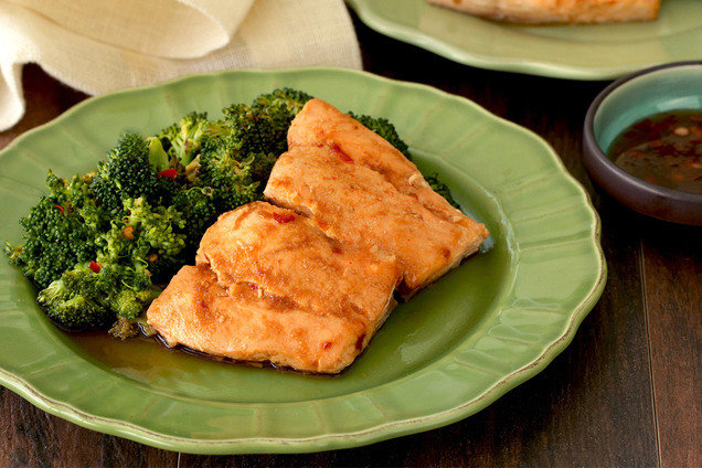 Hungry Girl's Healthy Thai Glazed Salmon and Broccoli Foil Pack Recipe