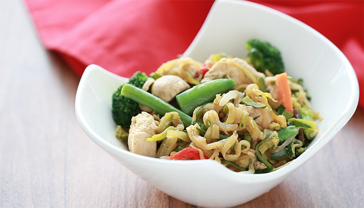 Hungry-Girl Video: How To… Make Zucchini-Noodle Lo Mein