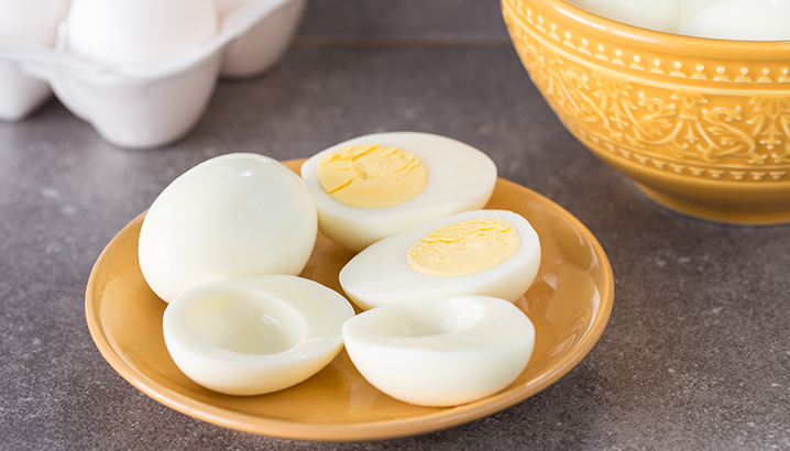 Hungry-Girl Video:  How to Easily Peel Hard-Boiled Eggs