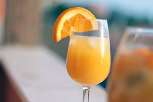 15 Cocktails Under 130 Cals You Can Order Anywhere: Simple Combos