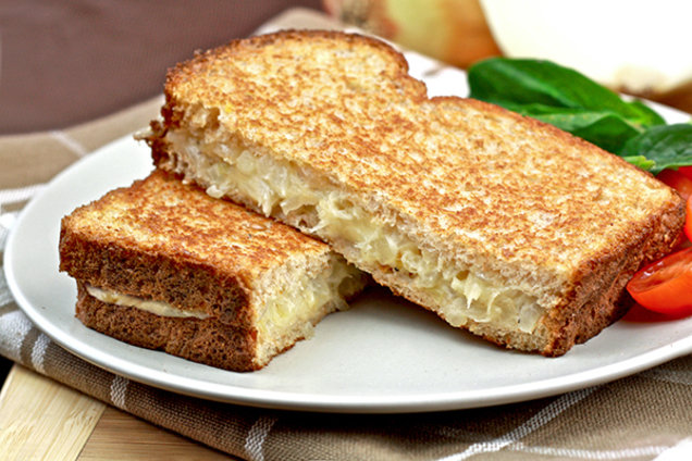 Low-CalorieCarmelized Onion Grilled Cheese Recipe