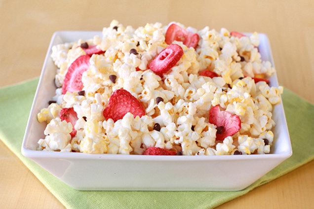 Hungry Girl's Healthy Chocolate Strawberry Popcorn Recipe