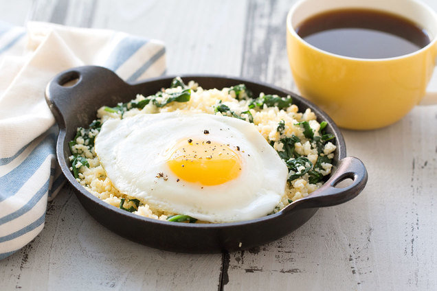 Healthy Egg-Topped Cauliflower Breakfast Hash | Hungry Girl