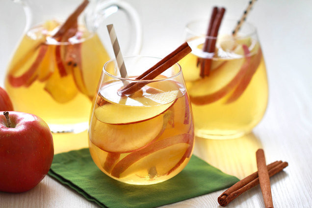 Sparkling Spiced Apple Sangria