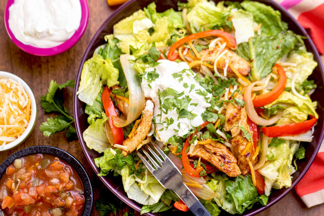 Hungry Girl's Healthy Chicken Fajita Salad Recipe