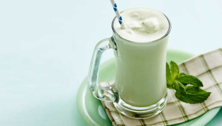 Hungry-Girl Video: Shamrock Shake (Clean & Green!)